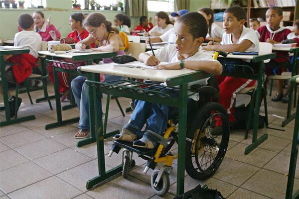 aluno com necessidade especial